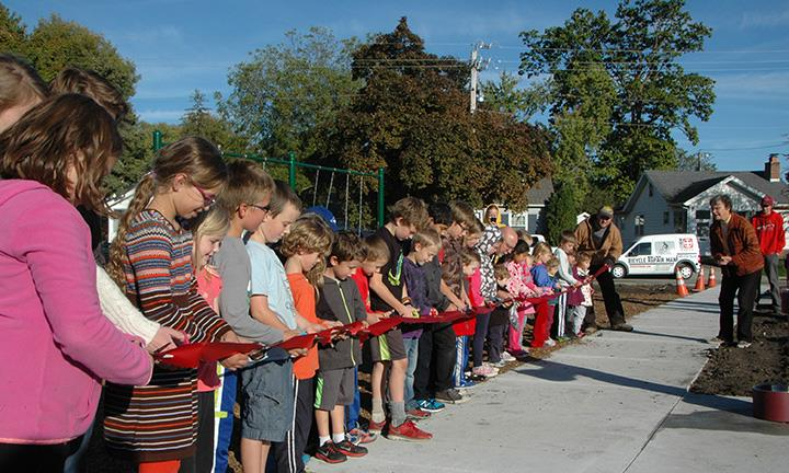 2015 ribbon cutting kids